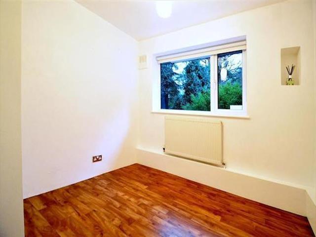 Lubbock road chislehurst 1 bedroom flat for sale br7 for One bedroom apartments lubbock