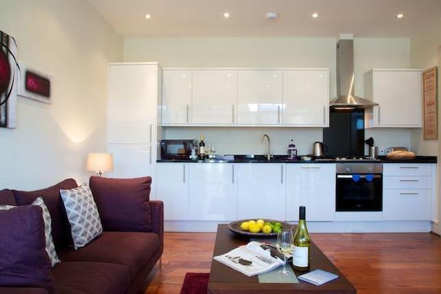 Image of 2 Bedroom Flat to rent at Thames Side, Kingston Upon Thames, London KT1