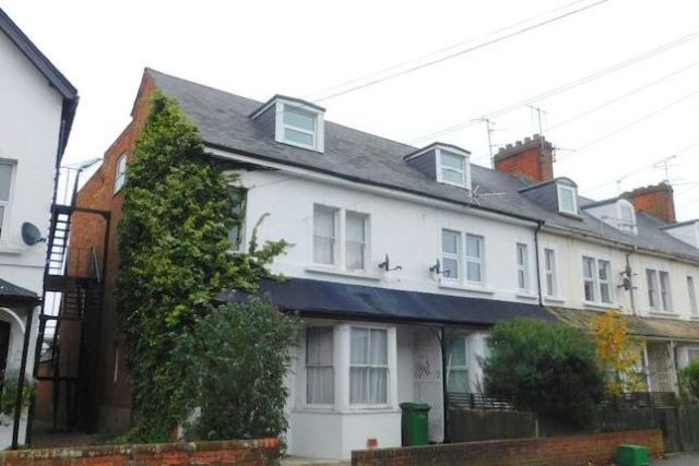 Image of 2 Bedroom Flat for sale in Newbury, RG14 at Craven Road, Newbury, RG14
