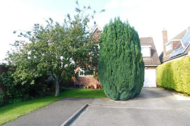 Image of 4 Bedroom Detached for sale in Newbury, RG20 at Priors Close, Kingsclere, Newbury, RG20