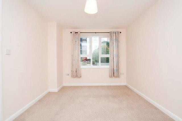 Image of 1 Bedroom Flat to rent at Carisbrooke House, The Royal Quarter, Seven Kings Way KT2