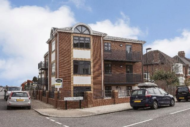 Image of 1 Bedroom Flat for sale in Winchmore Hill, N21 at Elm Park Road, London, N21