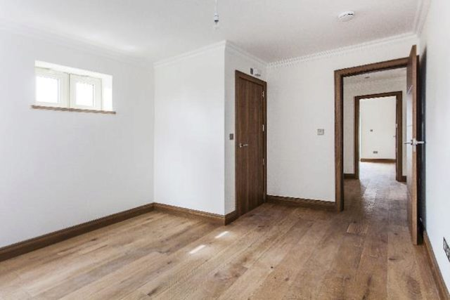 Image of 3 Bedroom Flat for sale in Winchmore Hill, N21 at Elm Park Road, London, N21