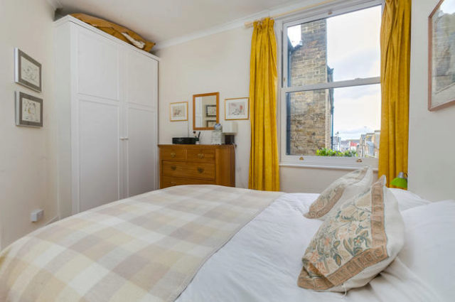 Image of 2 Bedroom Flat for sale at Lessingham Avenue, London SW17