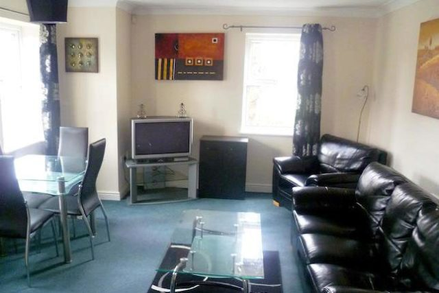 Image of 2 Bedroom Flat to rent at Westcliffe, Wellington Road, Eccles M30