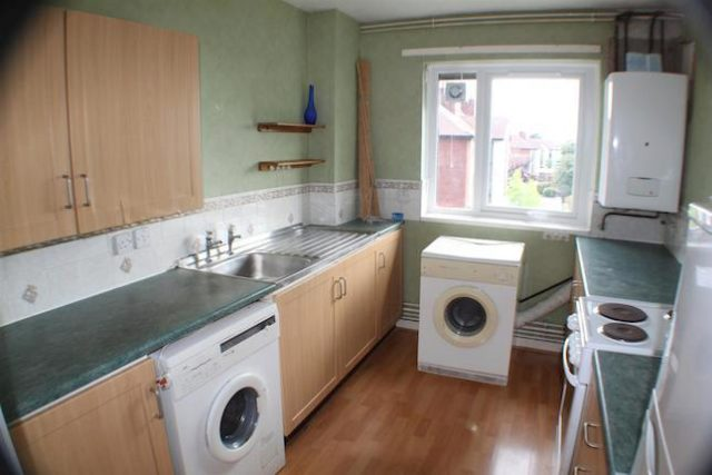 Image of 3 Bedroom Flat for sale at Reeves Court, Canterbury Gardens, Salford M5