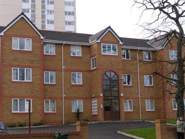 Image of 2 Bedroom Flat to rent at New Chester Road, Birkenhead CH42