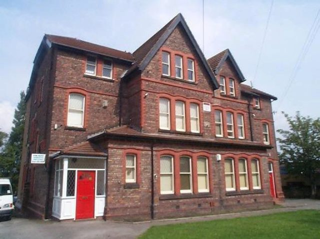 Image of 2 Bedroom Flat to rent at Ravenswood Avenue, Rock Ferry, Birkenhead CH42