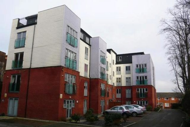 Image of 2 Bedroom Flat to rent at Old Chester Road, Rock Ferry, Birkenhead CH42