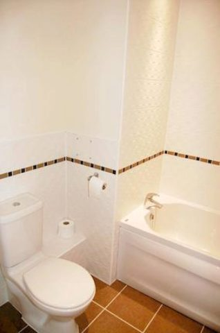 Image of 2 Bedroom Flat to rent at Wellington Road, Eccles, Manchester M30