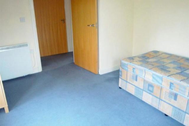 Image of 2 Bedroom Flat to rent at Ellesmere Road, Eccles, Manchester M30