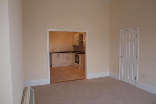 Image of 2 Bedroom Flat to rent in Clacton-on-Sea, CO15 at Station Road, Clacton-on-Sea, CO15