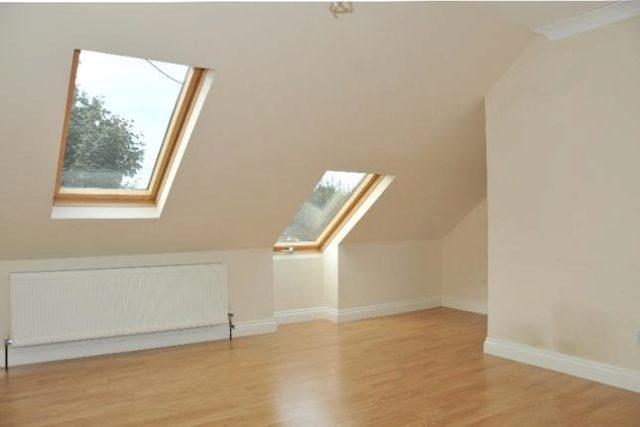 Image of 1 Bedroom Flat to rent in Palmers Green, N13 at Hereward Gardens, London, N13