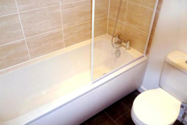 Image of 1 Bedroom Flat to rent at Victoria Crescent, Eccles, Manchester M30