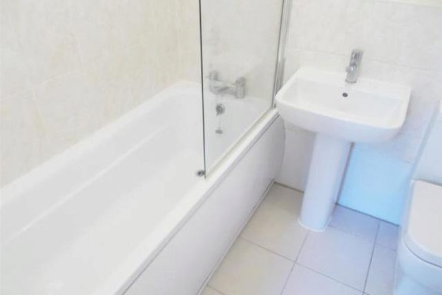 Image of 2 Bedroom Flat to rent at Bogart Court, Monroe Close, Salford M6