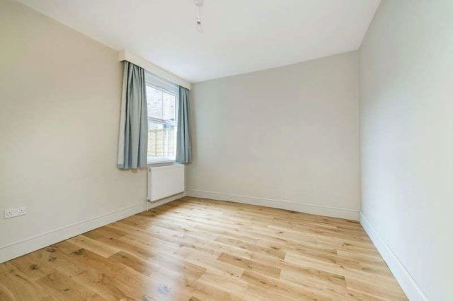 Image of 2 Bedroom Flat for sale at Ashleigh Road  London, SW14 8PX