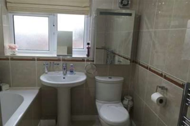 Image of 4 Bedroom Detached to rent at Huddersfield, HD5 8EH