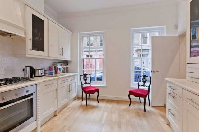 Image of 4 Bedroom End of Terrace to rent in Shadwell, E1 at Princelet Street, London, E1