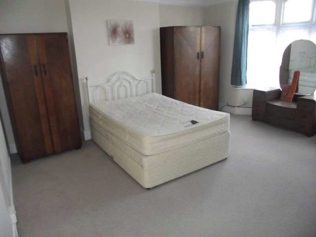 Image of 1 Bedroom Flat for sale in Bowes Park, N13 at Burford Gardens, London, N13