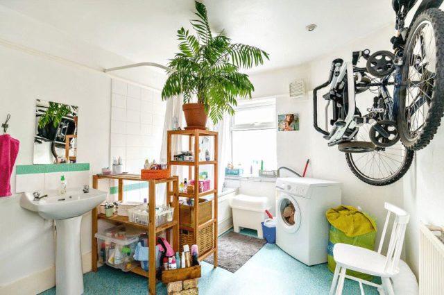 Image of 2 Bedroom Maisonette for sale in Herne Hill, SE24 at Milkwood Road, London, SE24