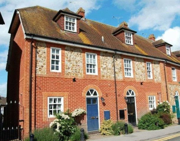 Image of 3 Bedroom Mews for sale in Hungerford, RG17 at Lion Mews, Newbury Street, Lambourn, Hungerford, RG17
