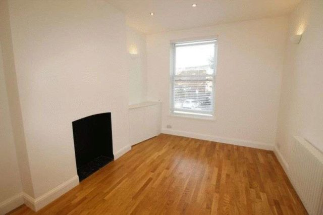 Image of 2 Bedroom Flat to rent in Bowes Park, N22 at Manor Road, London, N22