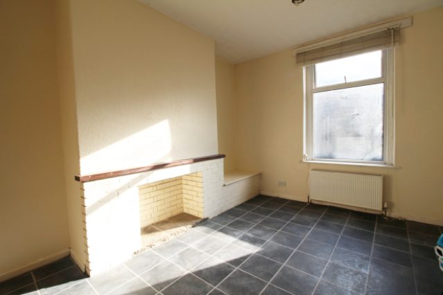 Image of 1 Bedroom Flat for sale in Keighley, BD20 at New Road, Silsden, Keighley, BD20
