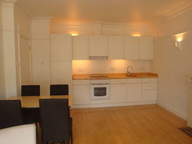 Image of 1 Bedroom Flat to rent at Penywern Rd Earl`s Court London, SW5 9SX