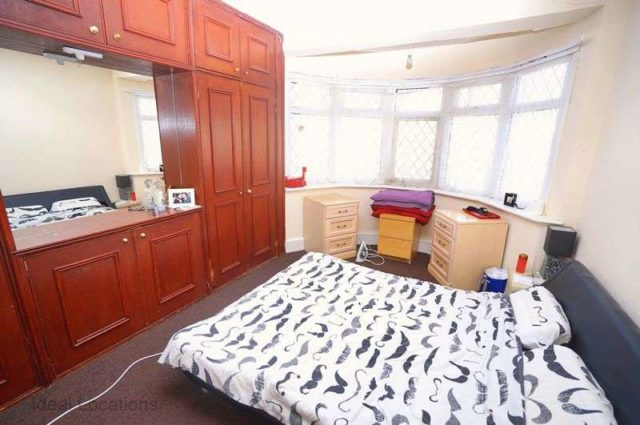 Image of 3 Bedroom Terraced for sale at Elstree Gardens  Ilford, IG1 2QQ