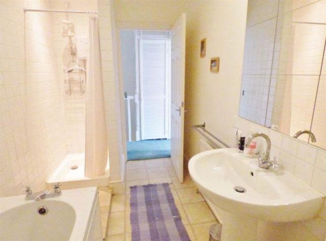 Image of 1 Bedroom Flat for sale in Brentford, TW8 at Glenhurst Road, Brentford, TW8