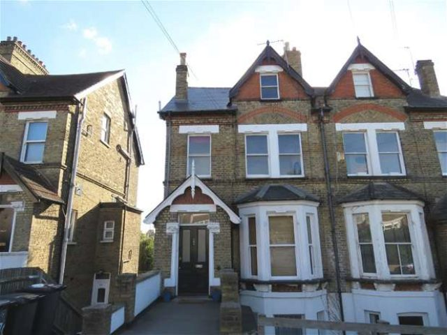 Image of 3 Bedroom Flat to rent in West Norwood, SE27 at Auckland Hill, London, SE27
