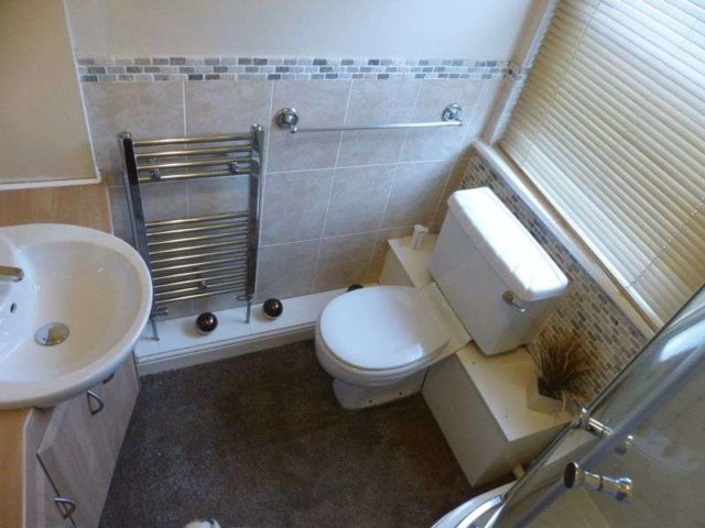 Image of 4 Bedroom Terraced for sale at Bramble Avenue  Oldham, OL4 2PQ