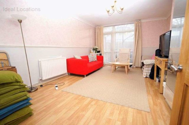 Image of 3 Bedroom Flat for sale at Lansdowne Way  London, SW8 2DH