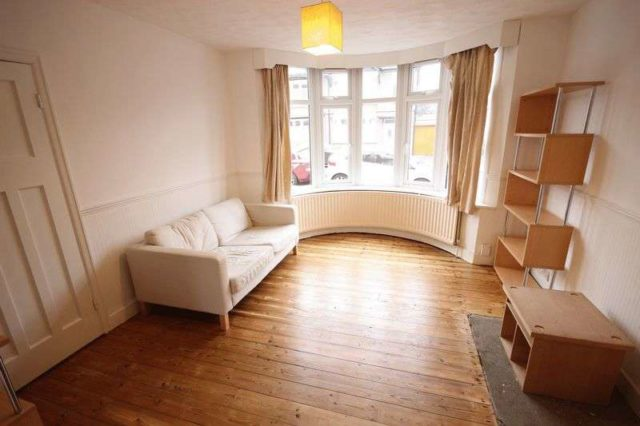 Image of 3 Bedroom Semi-Detached for sale at Alton Road  Luton, LU1 3NS