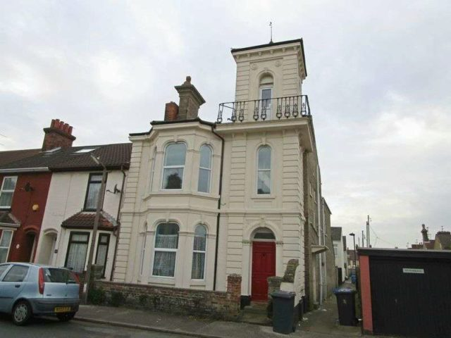 Image of 2 Bedroom Flat to rent in Lowestoft, NR32 at Queens Road, Lowestoft, NR32
