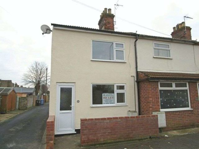 Image of 3 Bedroom Terraced to rent in Lowestoft, NR32 at St. Margarets Road, Lowestoft, NR32