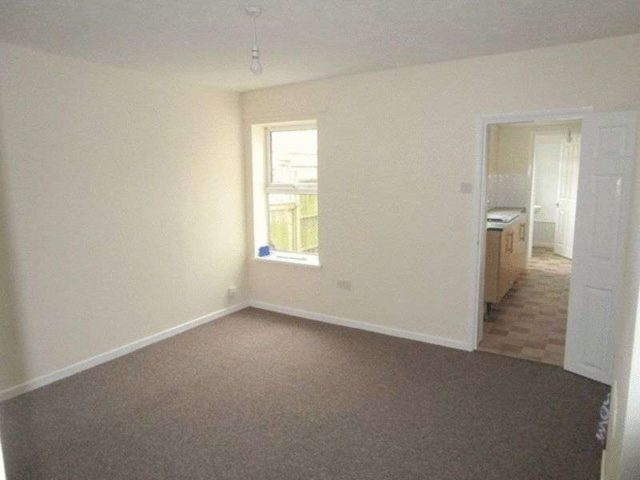 Image of 3 Bedroom Terraced to rent in Lowestoft, NR32 at St. Margarets Road, Lowestoft, NR32