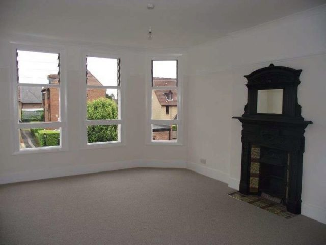 Image of 2 Bedroom Flat to rent in Bowes Park, N13 at Broomfield Avenue, London, N13