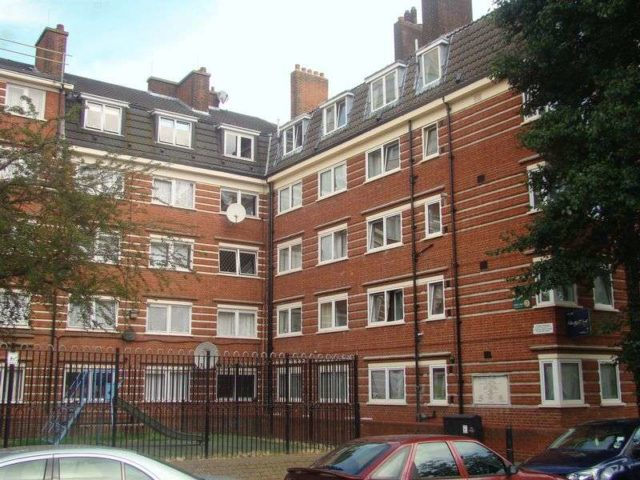 Image of 3 Bedroom Flat to rent at Digby Street  London, E2 0LR