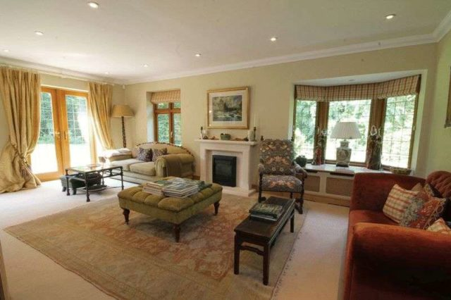 Image of 5 Bedroom Detached to rent at Headley Road  LEATHERHEAD, KT22 8PT