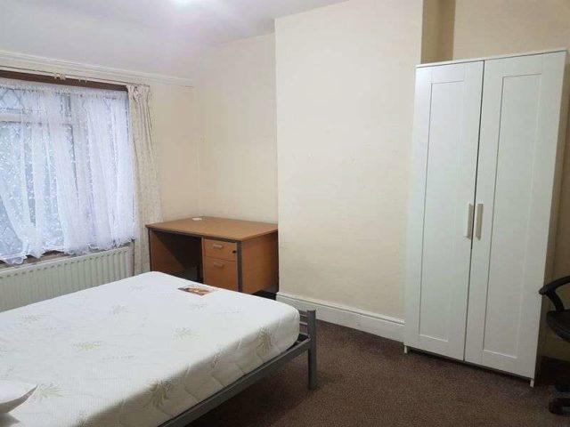 Image of 1 Bedroom Terraced to rent at Hillingdon Hill  Uxbridge, UB10 0JB