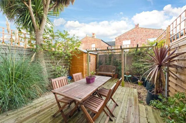 Image of 2 Bedroom Flat for sale in Hammersmith, W4 at Southfield Road, London, W4