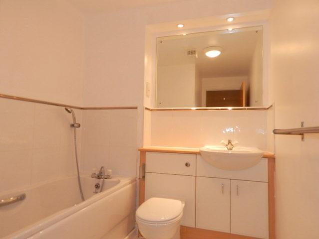 Image of 2 Bedroom Flat to rent at Broughton Edinburgh Edinburgh, EH6 5BB