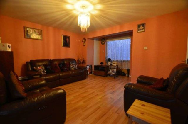 Image of 3 Bedroom Flat for sale at Napoleon Road  London, E5 8TF