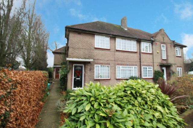 Image of 2 Bedroom Apartment for sale in Ruislip, HA4 at Pembroke Road, Ruislip Manor, Ruislip, HA4