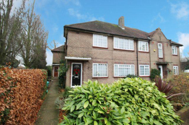Image of 2 Bedroom Apartment for sale in Ruislip, HA4 at Pembroke Road, Ruislip Manor, Ruislip, HA4