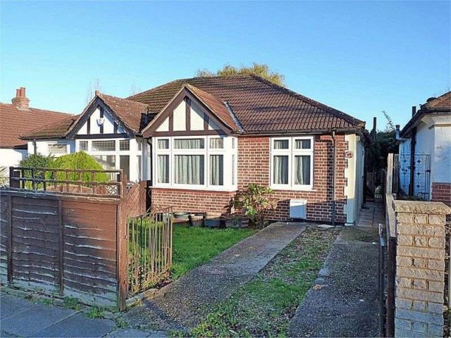 Image of 2 Bedroom Detached for sale in Greenford, UB6 at Eastmead Avenue, Greenford, UB6