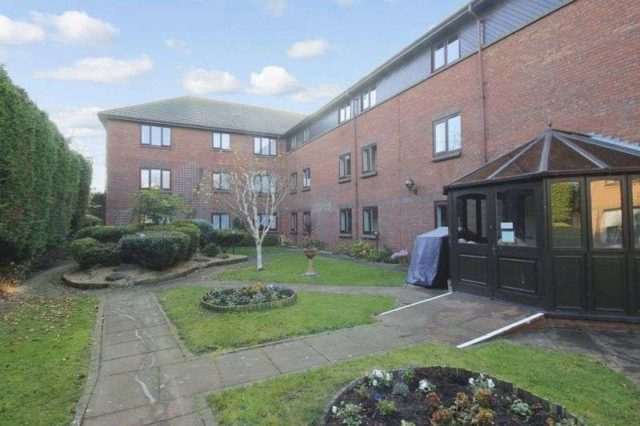 Image of 1 Bedroom Retirement Property for sale at Stadium Road  Southend-on-Sea, SS2 5DH