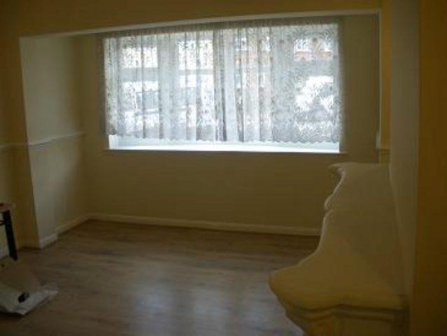 Image of 2 Bedroom End of Terrace to rent in Dagenham, RM10 at Crescent Road, Dagenham, RM10
