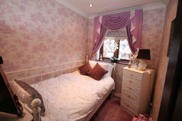 Image of 5 Bedroom Detached for sale at Swanton Road  Erith, DA8 1LP